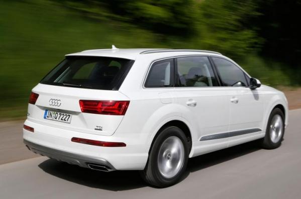 https://www.whatcar.lv/cars/Audi/Q7/1452165488-audi-q7-drive-2015-005.jpg