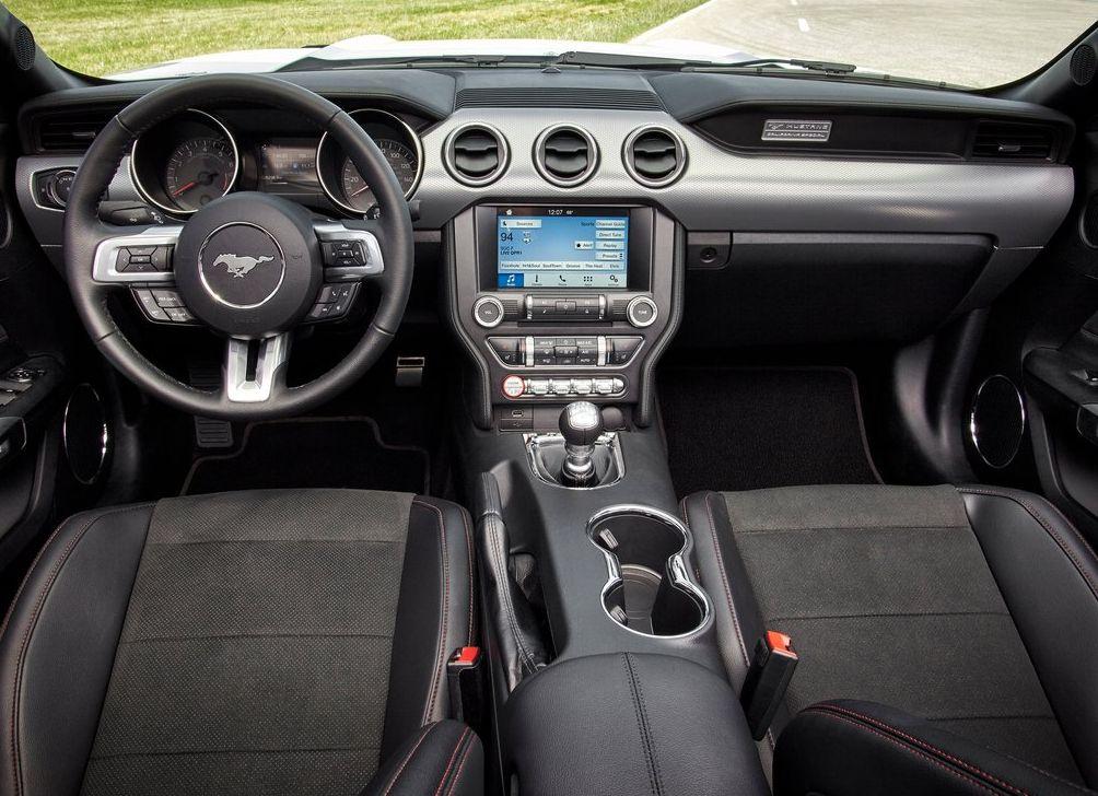 https://www.whatcar.lv/cars/Ford/Mustang/8c9081ece02eef458ee65ef67b31742d.jpg