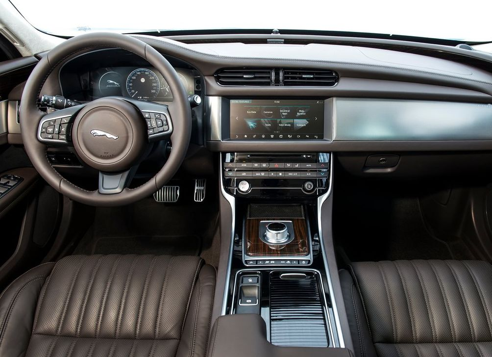 https://www.whatcar.lv/cars/Jaguar/XF/01c7c6c693dd2441918710c744e341c6.jpg
