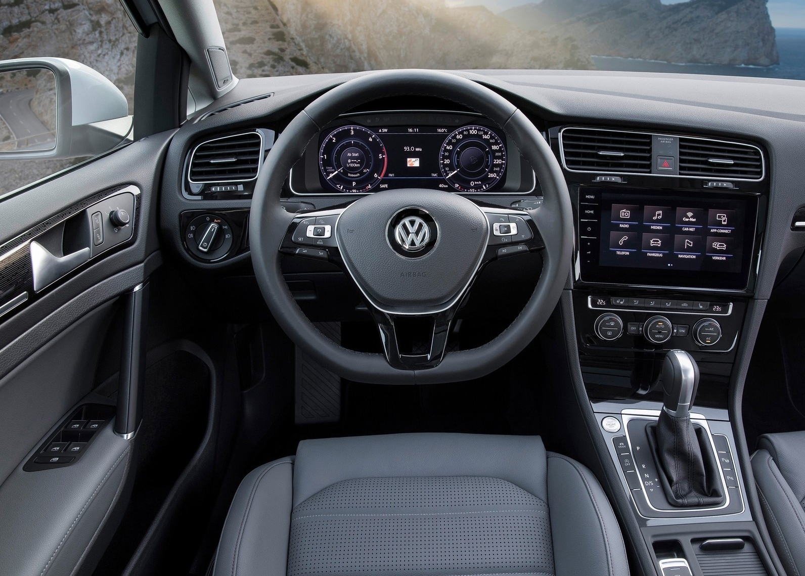 https://www.whatcar.lv/cars/Volkswagen/Golf Variant/27d8382d02d4b9a6feb6bc8b7b407de1.jpg