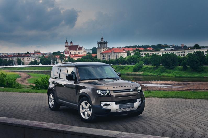 Jaunais Land Rover Defender ieradies Latvijā