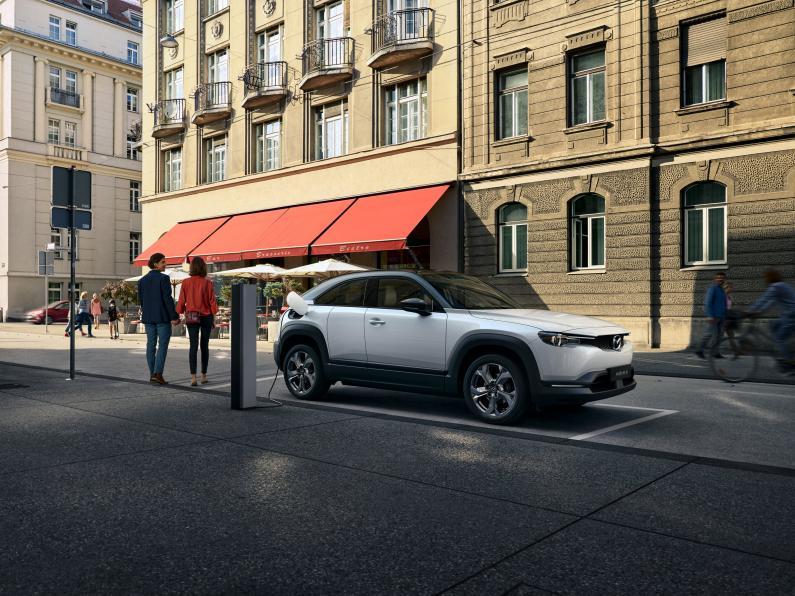 Mazda MX-30 elektroauto jau var pasūtīt