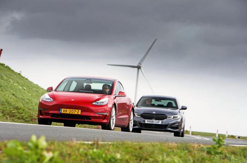 Tesla Model 3 pret 3. sērijas BMW