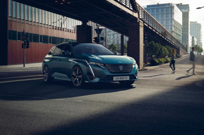 70% Peugeot modeļu jau šogad būs elektrificēti