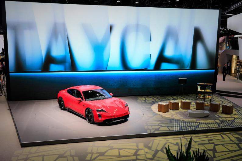 Frankfurtes auto izstāde 2019: Porsche Taycan