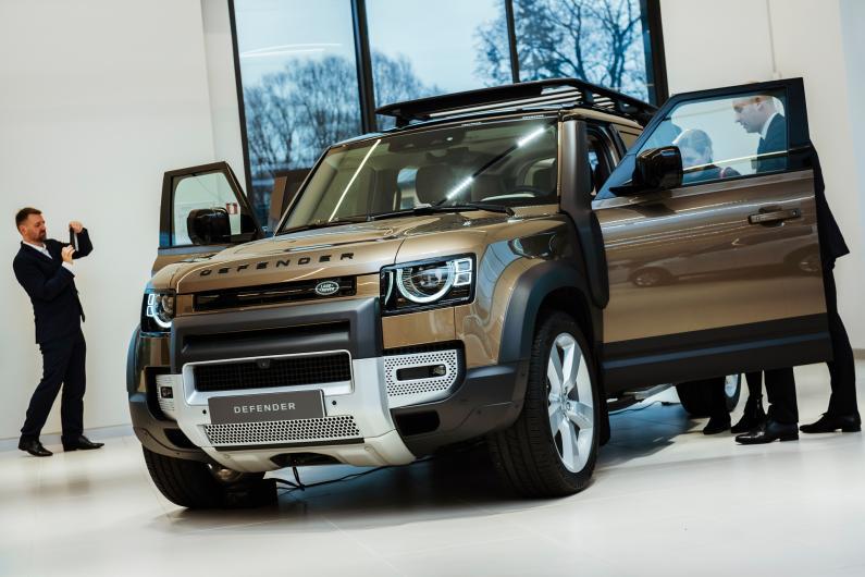 Latvijā prezentēts jaunais Land Rover Defender