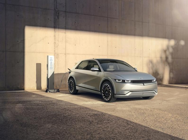 Hyundai prezentē pirmo modeli uz jaunās elektroauto platformas - IONIQ 5