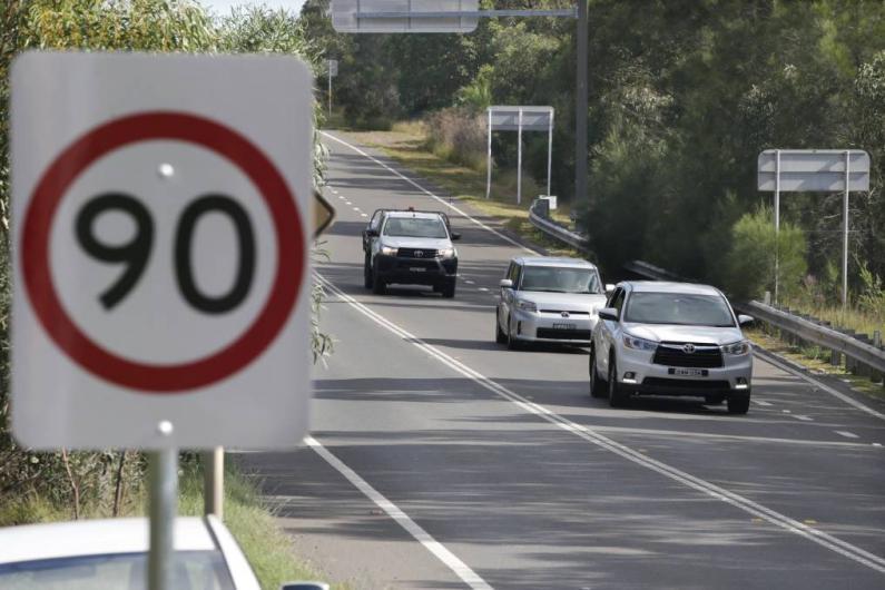 Samazina maksimālo atļauto braukšanas ātrumu