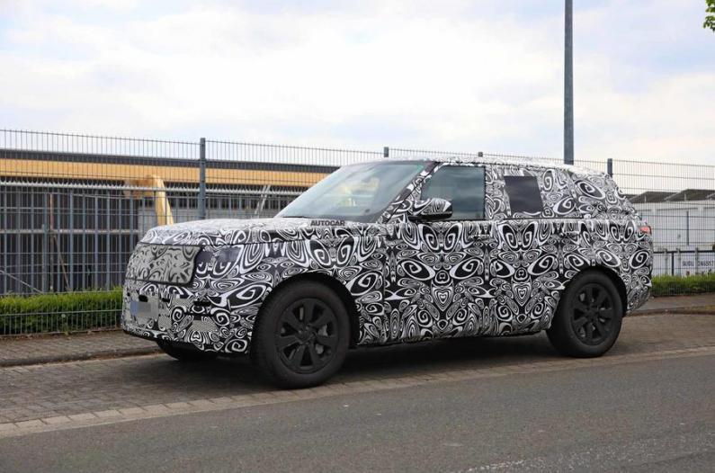 Spiegu foto iepazīstina ar jaunās paaudzes Range Rover