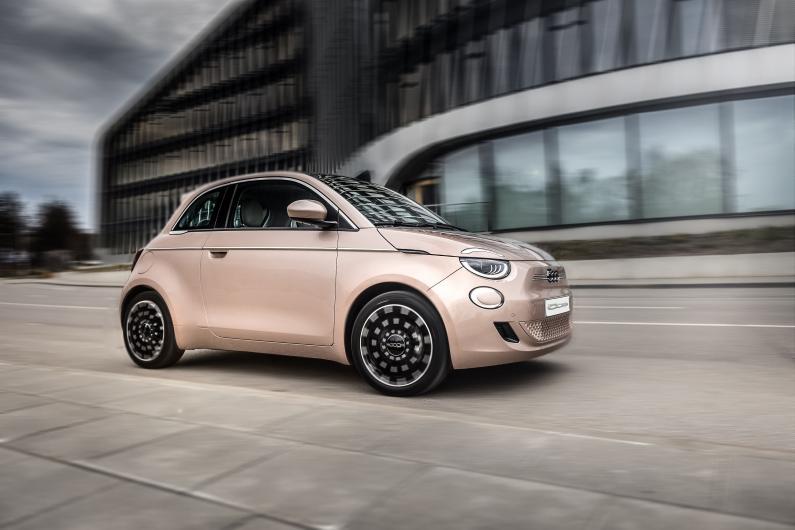 Jaunais Fiat 500 kļuvis elektrisks