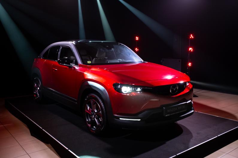 Lielākais Mazda jaunums šogad – elektriskais MX-30 ieradies Latvijā