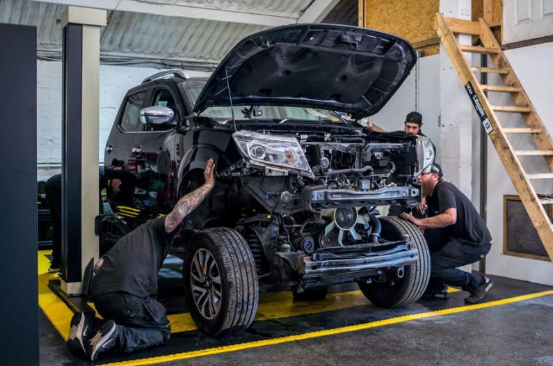 1000 ZS jaudīgs Nissan Navara pikaps ar GT-R balstiekārtu
